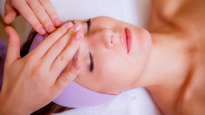 Glamour: jak leczyć cerę trądzikową?