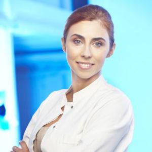 dr n. med. Kamila Padlewska - prof. nadzw. w WSZKiPZ – specjalista dermatolog-wenerolog drugiego stopnia (UM w Warszawie); ekspert w zabiegach dermatologii estetycznej i laserowej.